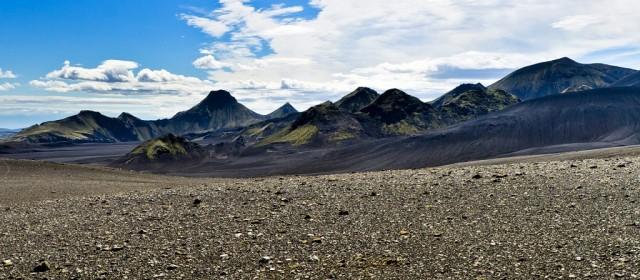 Langisjór er stórt stöðuvatn suðvestan við Vatnajökul. Hann er 27 ferkm. að flatarmáli, 20 km langur og 2 km á breidd þar sem hann er breiðastur. Hæð yfir sjávarmál er 662 m. og teygir hann sig suðvestur frá jöklinum. Austan Langasjávar liggur fjallgarður sem heitir Fögrufjöll, frá þeim ganga víða klettahöfðar fram í vatnið, og inn í þau skerast firðir og víkur. Við suðurendan er Sveinstindur kenndur við Svein Pálsson lækni og náttúrufræðing í Vík. Sveinstindur er 1092 m. á hæð yfir sjávarmál. Uppganga á hann er tiltölulega auðveld og á flestra færi, hækkun um 400m.